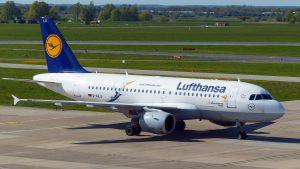 Lufthansa am Flughafen Sevilla