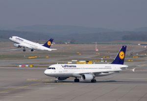 Lufthansa am Flughafen Salzburg